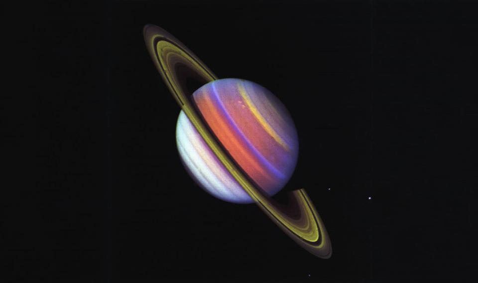 Photo of Saturn in color with rings