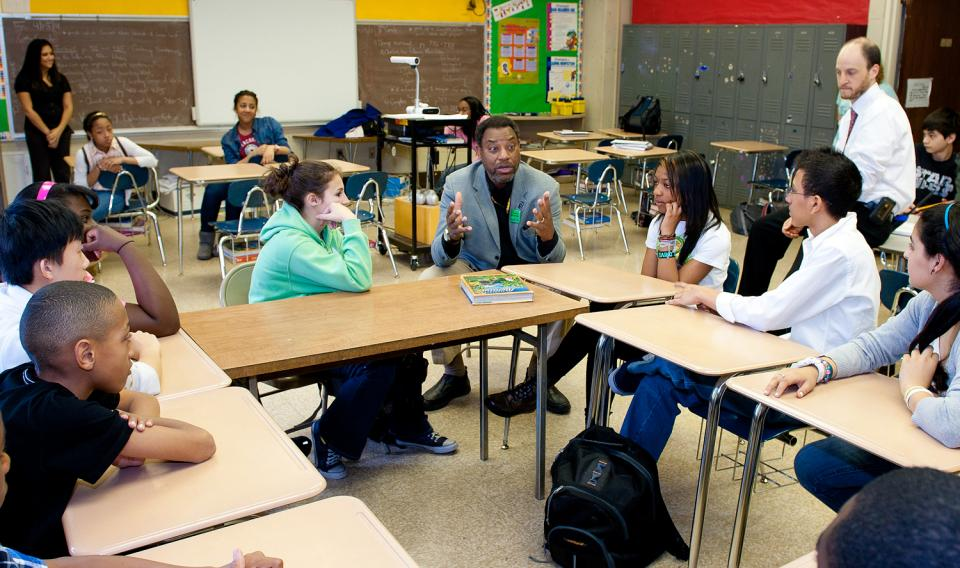 Derrick Pitts talking with a handful of teachers in a classroom.
