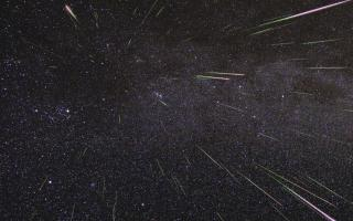 An outburst of Perseid meteors lights up the sky in August 2009 in this time-lapse image. Stargazers expect a similar outburst during next week's Perseid meteor shower, which will be visible overnight on Aug. 11 and 12.